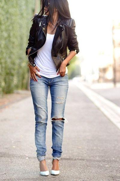 Blouson en cuir et jean destroy à porter tous les jours : décontracté.