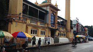 http://beeoskop.com/ramadhan-di-myanmar-perempuan-tak-bebas-salat-di-masjid/