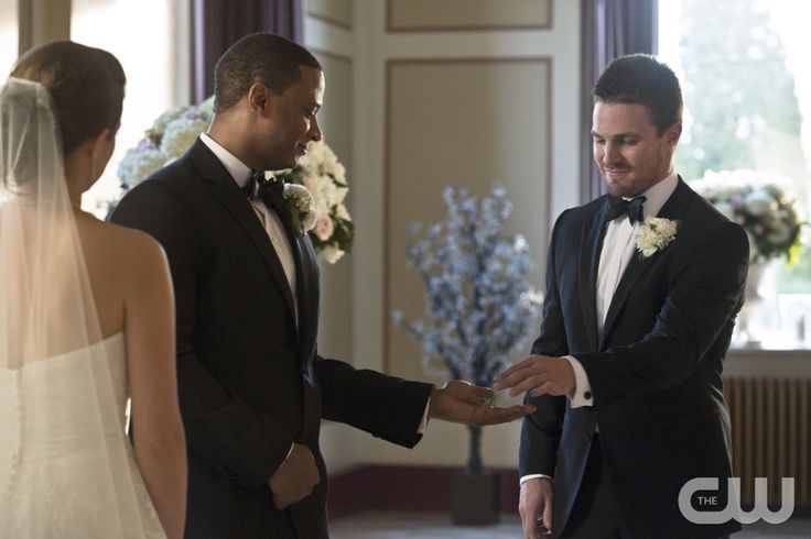 """Arrow -- """"Suicidal Tendencies"""" -- Image AR317A_0211b -- Pictured (L-R): David Ramsey as John Diggle and Stephen Amell as Oliver Queen -- Photo: Katie Yu/The CW -- © 2015 The CW Network, LLC. All Rights Reserved.pn"""