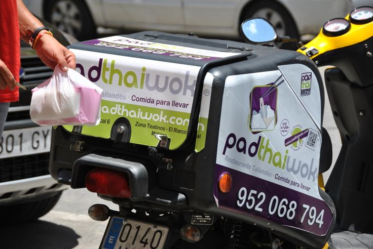 ¿Alguna vez os habéis preguntado como llegan los pedidos a casa? Pues así lo hacen en PadthaiWok Málaga (Teatinos)