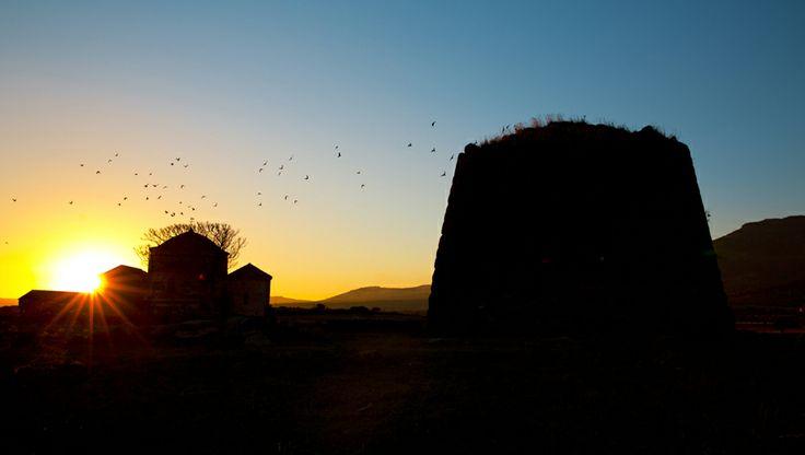 #Nuraghe al #tramonto  - #Sardegna meraviglia del #Mediterraneo! #rissbar #rissgelateria #risslounge #gelateriarissbar #igsardegna #Tavolara #PortoSanPaolo #gelateriariss.it #parcomarinotavolara #Sardinia #Olbia