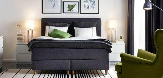 Ein Boxspringbett mit Beinen (separat erhältlich) positioniert dein Bett höher und erleichtert dir so z. B. das Zubettgehen und Aufstehen. Unsere Boxspringbetten passen farblich zu unseren Matratzen und sind aufgrund ihrer flachen Verpackung leicht zu transportieren.
