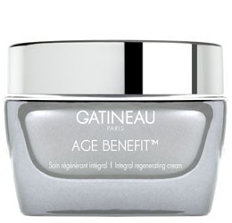 Gatineau Age Benefit Integral Regenerating Cream - Mature Skin 50ml. This high-level skin cream works on all signs of ageing: wrinkles, loss of firmness, dehydration and pigmentary irregularities. A promoter of cellular communication, it contains 2 avant-garde active ingredients which work simultaneously: Gen-Control blocks the expression of visible signs of skin ageing, and Fibro-Repair helps promote skin elasticity. Additional ingredients: Calcilium and hyaluronic acid. Apply morning…