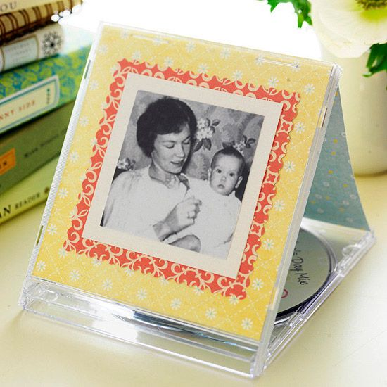 Repurpose old cases, buy new ones at the geek store. Like how you prop it open.Cases Pictures, Photos Frames Crafts Ideas, Mothers Day Ideas, Mother Day Gifts, Cd Cases, Mothers Day Gift, Simple Gift, Pictures Frames, Photos Gift