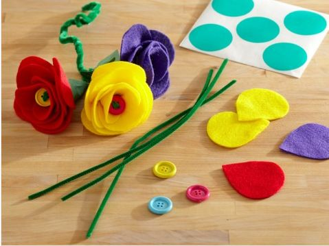 Fabulous Felt Flowers craft kit to help kids make flowers for mom on Mother's Day