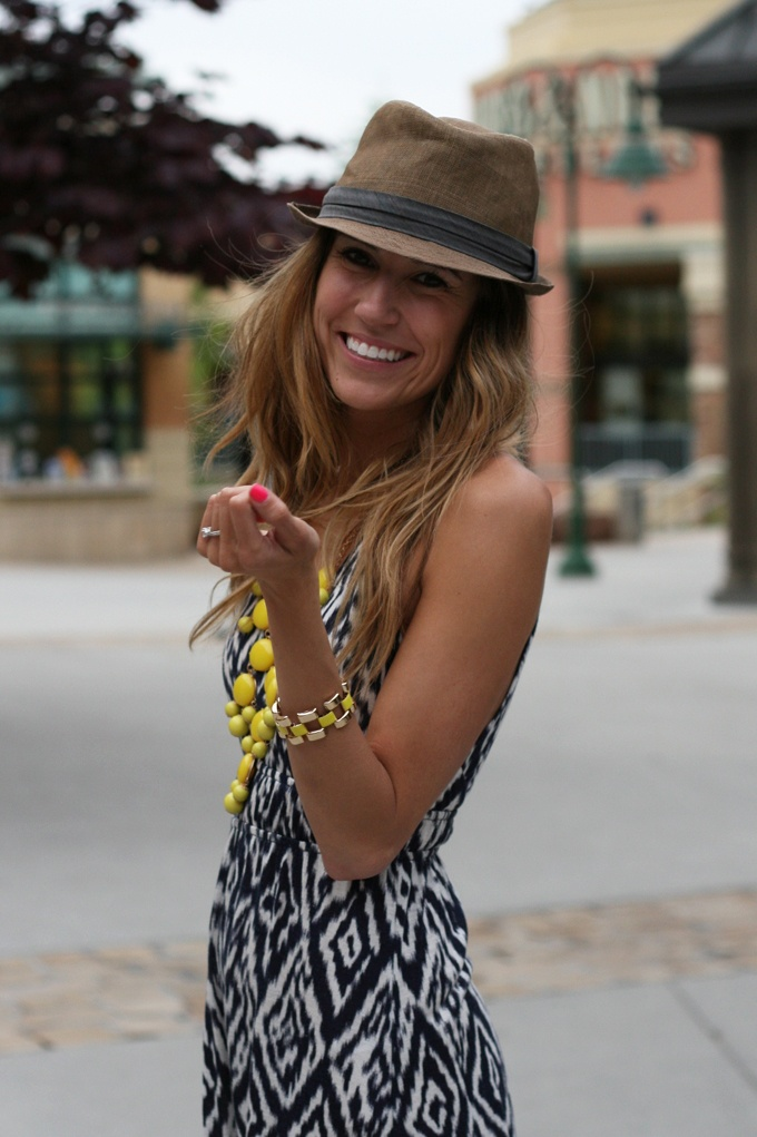 hat. yellow. hair.Summer Fashion, Summer Looks, Summer Outfit, Statement Necklaces, Yellow Necklaces, Fedoras, Dresses, Black White, Spring Summe