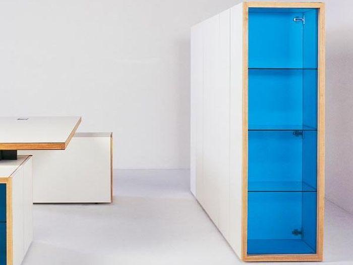 Офисный шкаф со стеклянными дверцами в роли витрины - http://mebelnews.com/mebel-dlya-ofisa/ofisnyj-shkaf-so-steklyannymi-dvercami-v-roli-vitriny.html