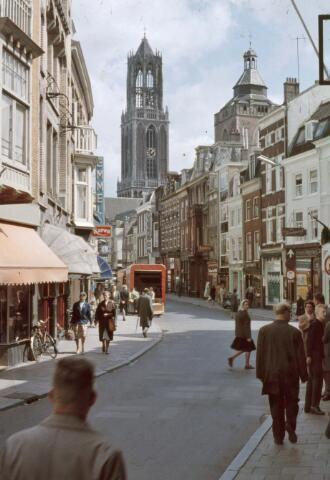 22763, Gezicht in de Steenweg en op de Domtoren te Utrecht., Gemeente Utrecht, ROVU, afdeling Reproductie