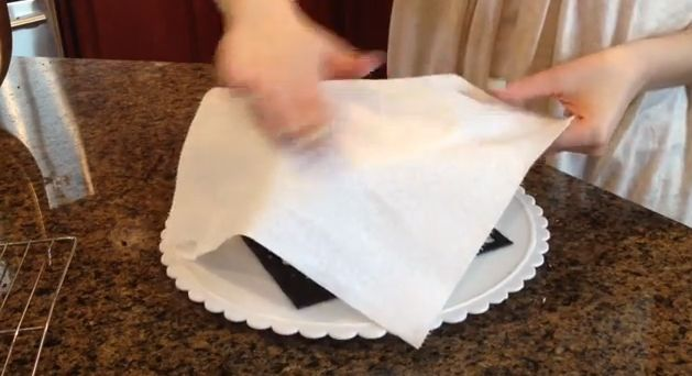 fondant smooth, buttercream frosting created with a paper towel (video tutorial)