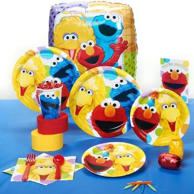 All your favorite characters will make the celebration a blast! The Sesame Street Party Standard Party Pack for 8 is so convenient. Pack for 8 includes: 8 invitations, dinner plates, dessert plates, c