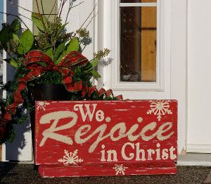 rustic christmas ideas | Rustic Painted Wooden Christmas Sign | AllFreeChristmasCrafts.com