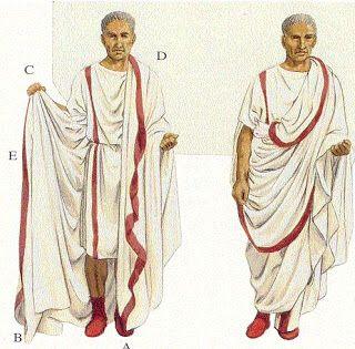 La toga era la principal prenda de vestir exterior que llevaban los ciudadanos romanos. Era un traje civil; en el ejército se sustituyó por el manto o capa-tanto el sagum como el paludamentum , más largo.