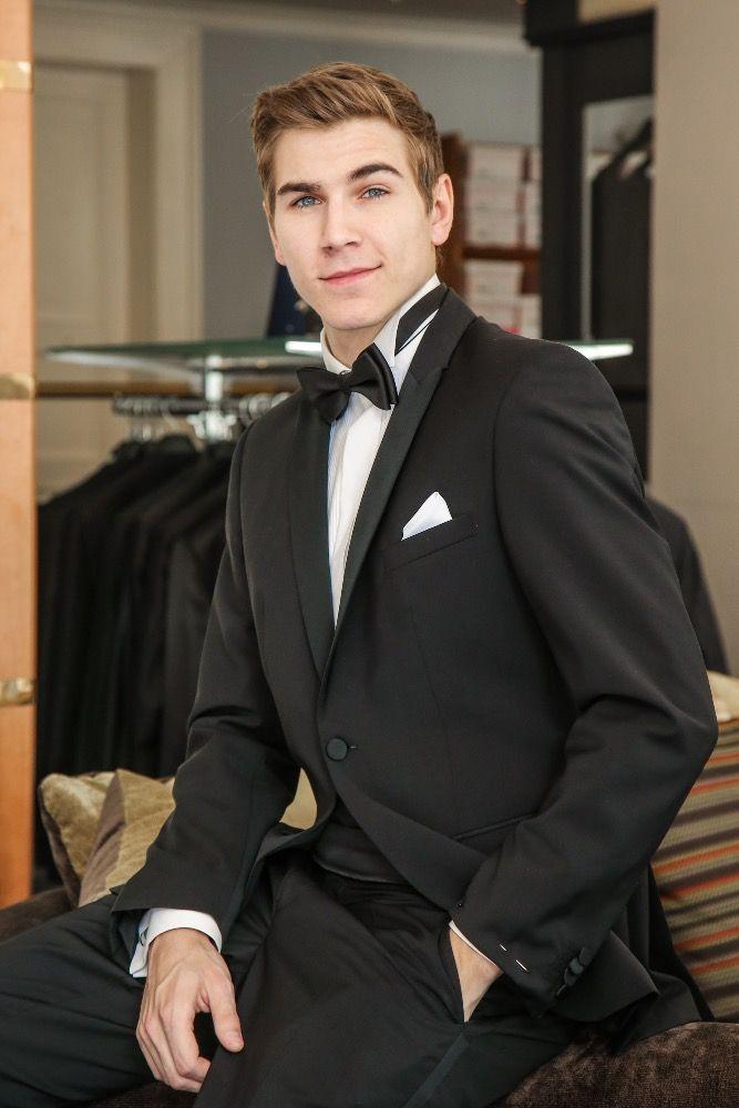 David Gránský ve smokingu z NUANCE, který si oblékne na finále soutěže Česká Miss 2016.