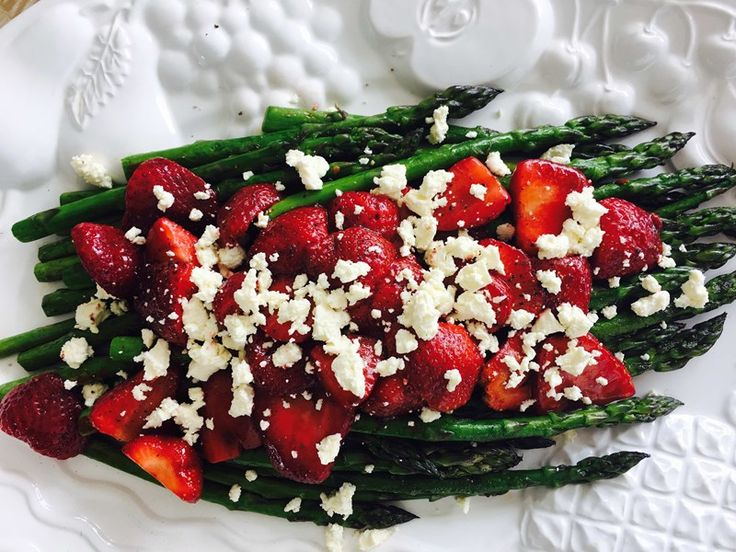 Pan-fried asparagus with balsamic strawberries and feta