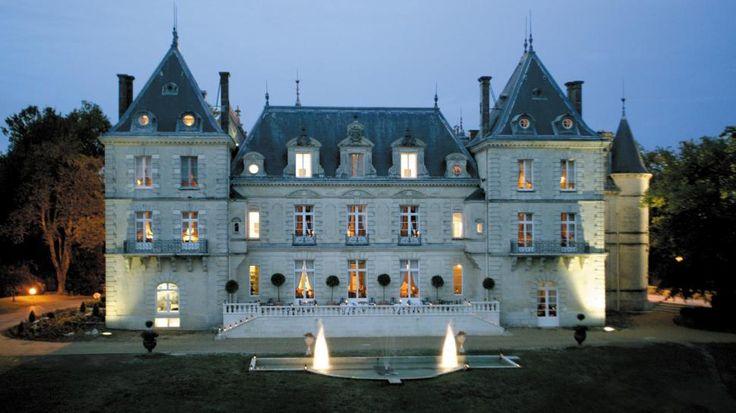 Mirambeau et son magnifique château du XIème siècle, situé entre les vignobles bordelais et cognaçais | Pays de Haute Saintonge Charente-Maritime Tourisme #charentemaritime | #château | #Mirambeau