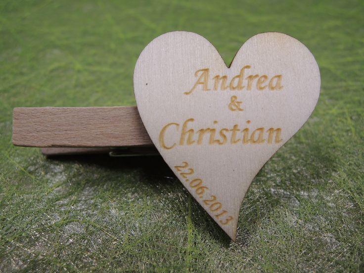 Namensschilder Holz Hochzeit ~ Hochzeitsanstecker aus Holz  Hochzeitsdeko Holz  Pinterest