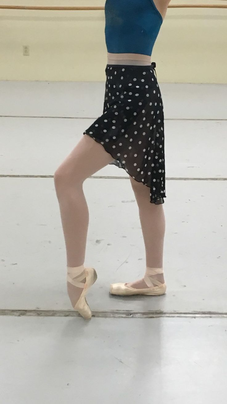 This elegant ballet high-low wrap skirt in black with white polka dots print is perfect for class, rehearsal, or performance. This is an adult size skirt and is one size fits most. The longest part of the skirt (in the back) measures about 24 inches. The shortest part of the skirt (in the front) measures about 14 inches. Please contact me with any questions