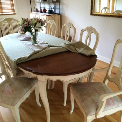 Ethan Allen Dinning Room Table With Inserts And 6 Matching