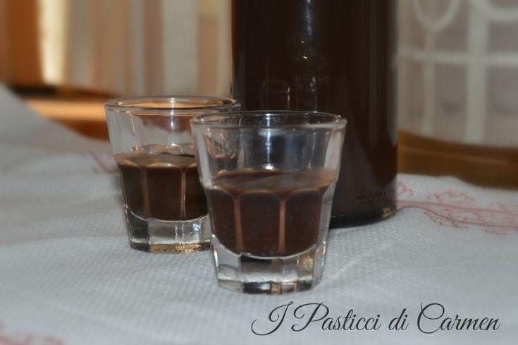 """Liquore al cioccolato: ottimo liquore, dalla consistenza semi densa che conquisterà il palato anche dei più """"difficili""""!"""