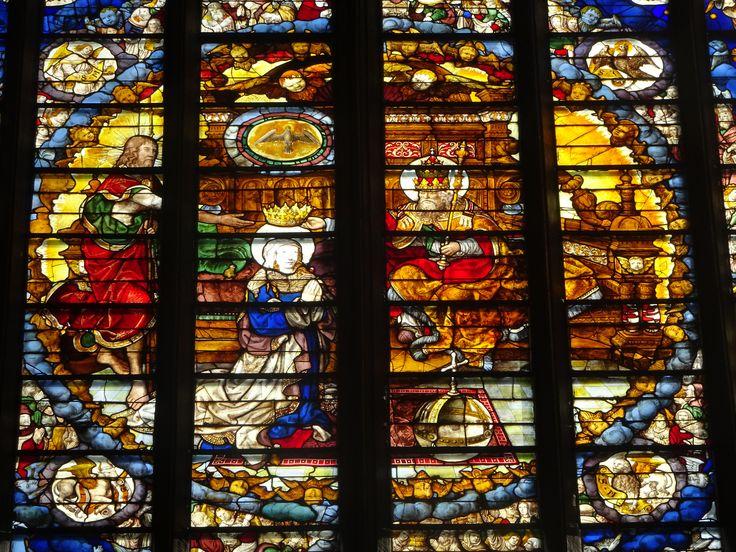 Luik/België - Kathedraal St. Paul. Een raamdetail van de oude glazen. Foto: G.J. Koppenaal - 1/11/2016.