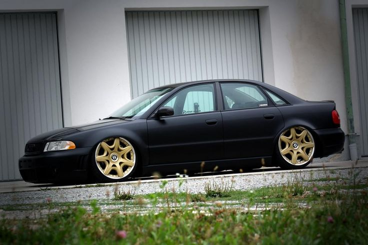 Audi A4 B5 Limo on Bentley wheels - Low