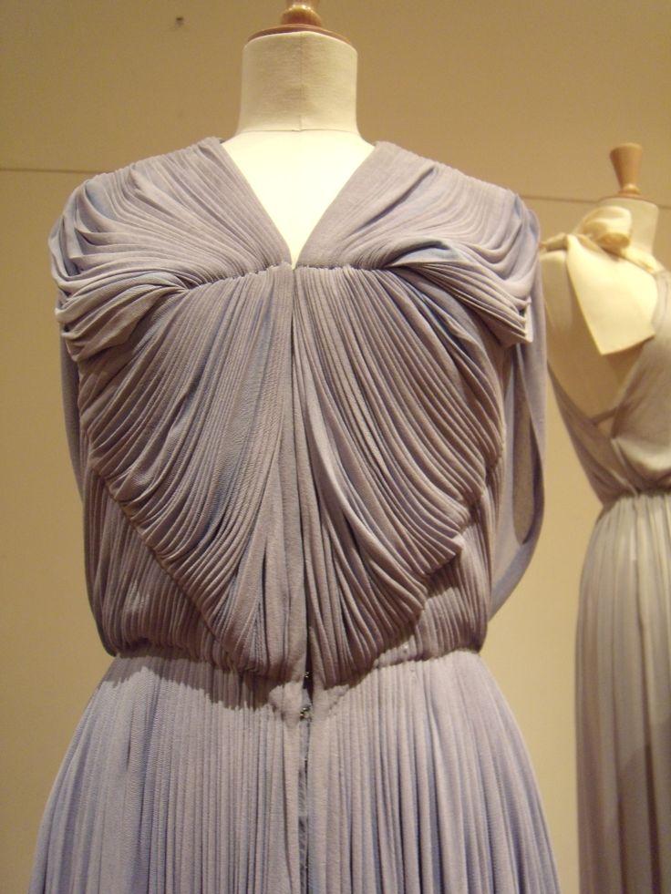 Detail robe grise GRES photo DEFILE DE MARQUES