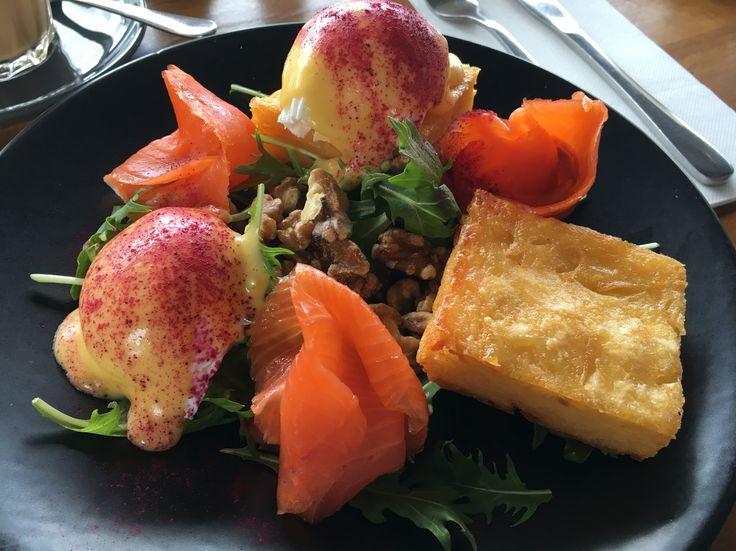 Potato hash, seasonal greens, poached eggs, champagne hollandaise, walnuts, beetroot and smoked salmon @Short Round, Thornbury