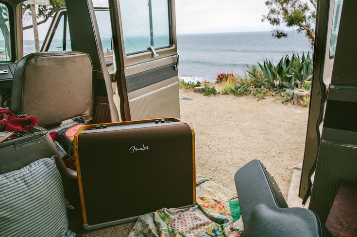 #DYK the Fender Acoustic Series amps can double as a guitar amp and vocal PA? Learn more about these amps here:  #SingerSongwriter #Acoustic