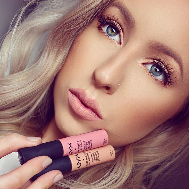 Loving these @nyxcosmetics Matte Lip Creams in 'Tokyo' and 'Cairo' mixed together for the perfect nude pink!  Makeup Deets:  Brows are @anastasiabeverlyhills Dip Brow Pomade in 'Blonde' @norvina  Eyes are @makeupgeekcosmetics @makeupgeektv 'Vanilla Bean', Peach Smoothie', 'Creme Brûlée' and 'Coco Bear'  Lashes are @socialeyeslash natural 'Playing Coy' lash  Face is @lorealparisau Infalliable 24hr Matte Foundation  Bronzer is @toofaced Chocolate Soleil  #anastasiabeverlyh...