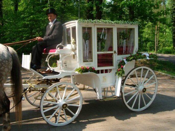 Wie Buche Ich Eine Hochzeitskutsche Fur Meine Hochzeit In 2020 Hochzeit Kutsche Hochzeitskutsche Meine Hochzeit