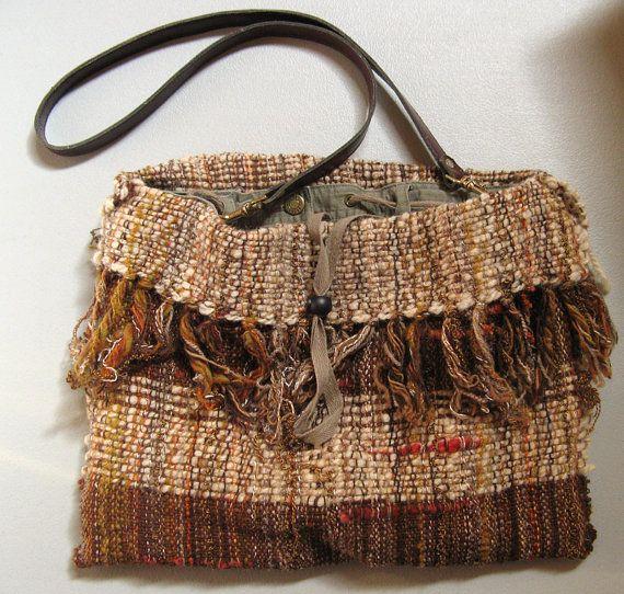 Rustic Bag - SAORI handwoven bag from saorisaltspring.com a takhle jsem zase myslela ten přehrnutý okraj s třásněmi (opět jsem nehledala, vynořilo se samo :-)