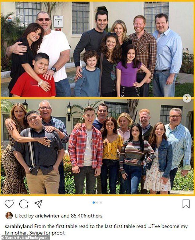 Sarah Hyland Shares Modern Family Cast Photo From Final Table Read Modern Family Modern Family Quotes Modern Family Sarah Hyland