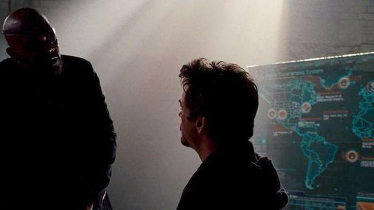 Mapa da S.H.I.E.L.D. África em uma referência ao Pantera Negra. Um ponto entre a Groenlândia e a Islândia, o local onde Steve Rogers foi encontrado. Virgínia, onde aconteceu uma das batalhas de O Incrível Hulk. Novo México, local da queda do Mjolnir. Califórnia, onde o Homem de Ferro lutou contra os robô na Stark Expo. No entanto, a referência que mais chama atenção é um ponto no meio do Oceano Atlântico. Lá, vive ninguém menos que Namor, o Príncipe Submarino.