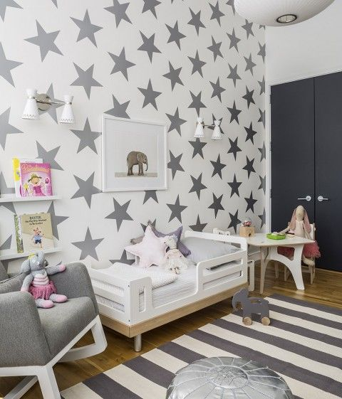 Modern shared toddler room featuring a gray rug from @crateandbarrel + Lucky Star wallpaper from SISSY+MARLEY for Jill Malek