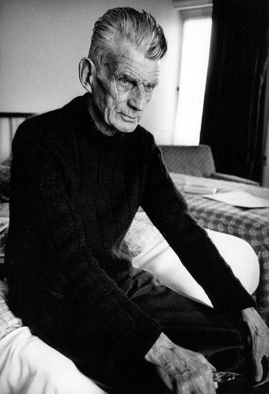 """Samuel Beckett in room 604 of The Hyde Park in London, 1980.  """"Cada palabra es como una innecesaria mancha en el silencio y en la nada""""."""