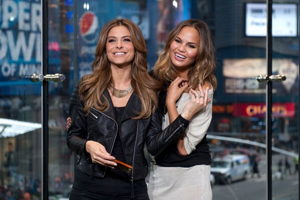 News Photo : Maria Menounos and Chrissie Teigen visit 'Extra'...