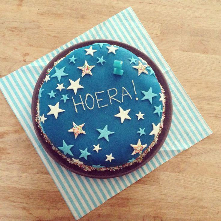 Zelfgemaakte taart voor Seth zn eerste verjaardag ❤️ #marsepein #stars #cake #diy #blue