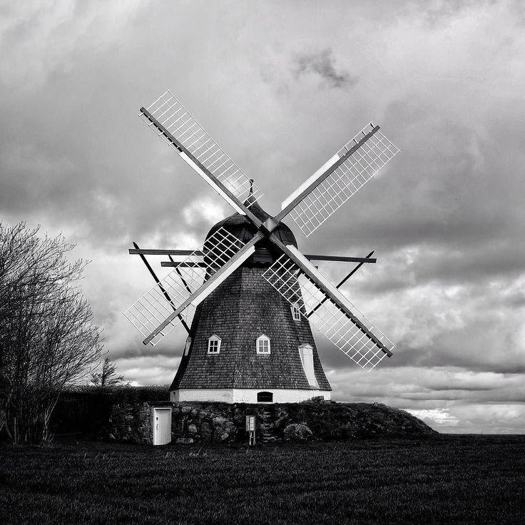 #old #windmill near #heltborgmuseum . #blackandwhitephotography #noir #fujifilmxt1 #fujinon35mm #fujifilmnordic #visitthy