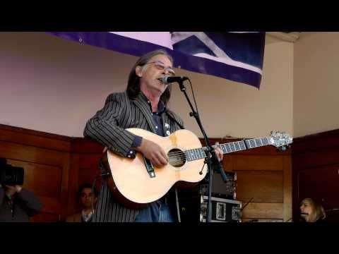 EXCLUSIVE: DOUGIE MACLEAN SINGS @ Scottish Independence Rally Sept 2012