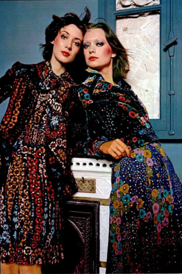 This showcases the granny dress during the 70s. This is an image from tL'Officiel magazine 1972. The granny dress was an oversized long daytime dress. It was inspired by mod and hippie styles.