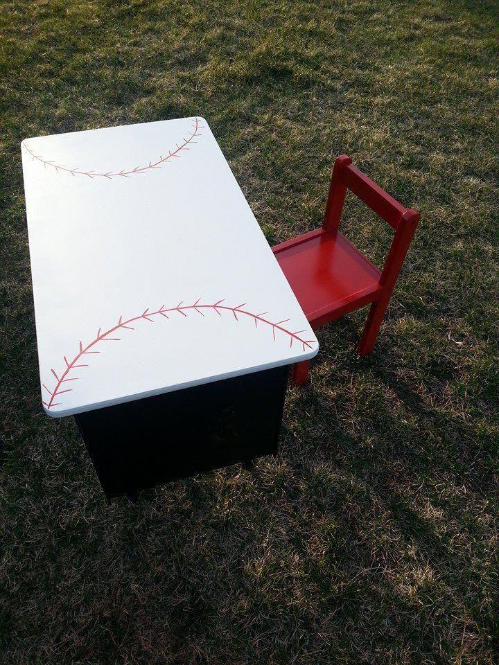 Für deine kleinen All Stars! Renovierte Schulbank. 85 Dollar für das Paar. #Baseball…