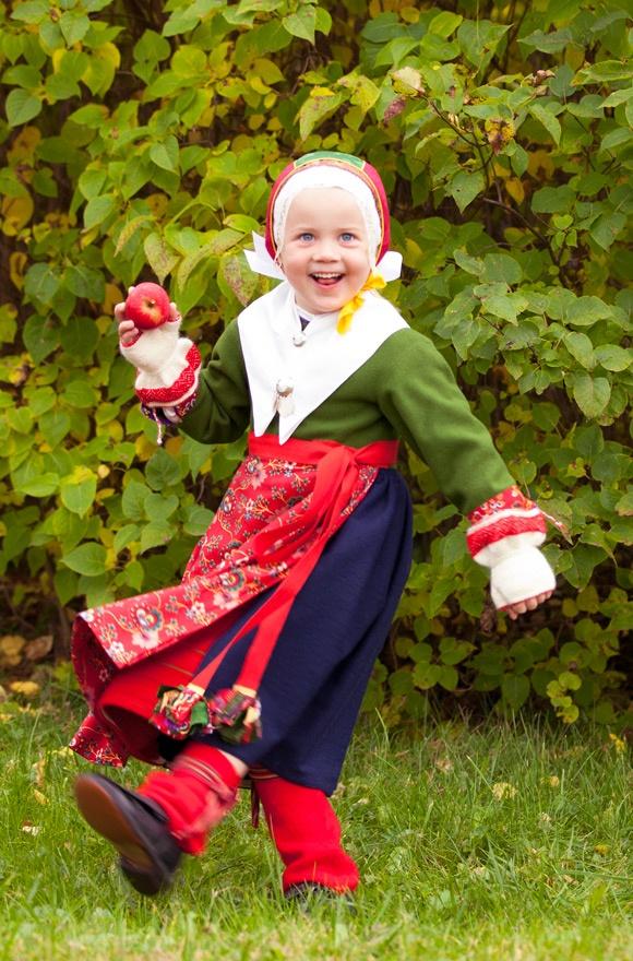 http://folklorefashion.durantextiles.com/wp-content/uploads/2011/11/Copyright-Laila-Duran-33.jpg