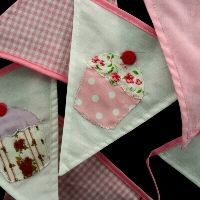 Applique Cupcake Bunting by Gisela Graham