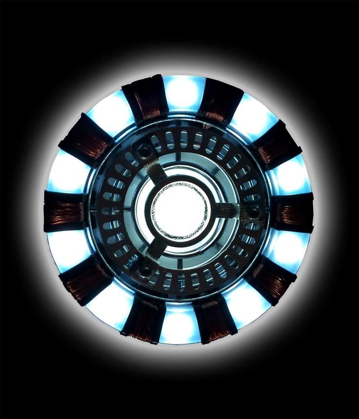 Camiseta Marvel. Iron Man. Reactor Arc