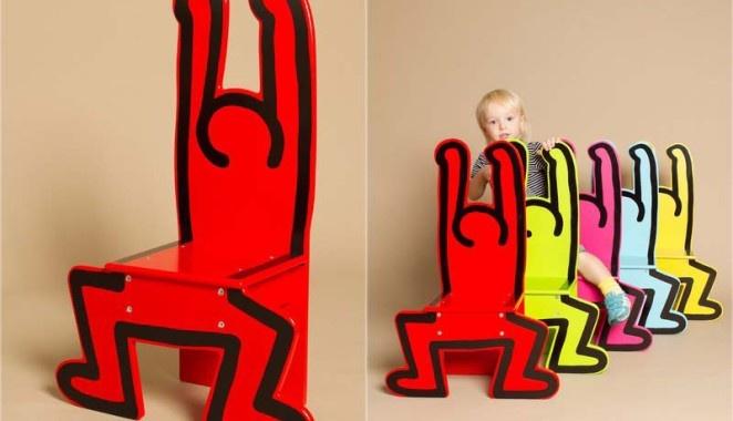Keith Haring Chair. La società francese Vilac ha realizzato le sedie in legno massello laccato lucido di Keith Haring, disponibili in differenti colorazioni qui.