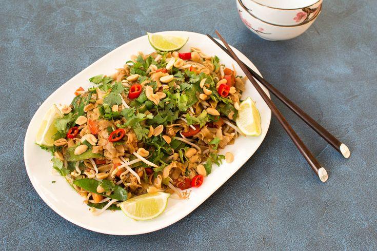 Makkelijk recept voor een vegetarische pad Thai. Hét gerecht van Thailand bereidt je nu ook thuis, binnen 30 minuten op tafel!