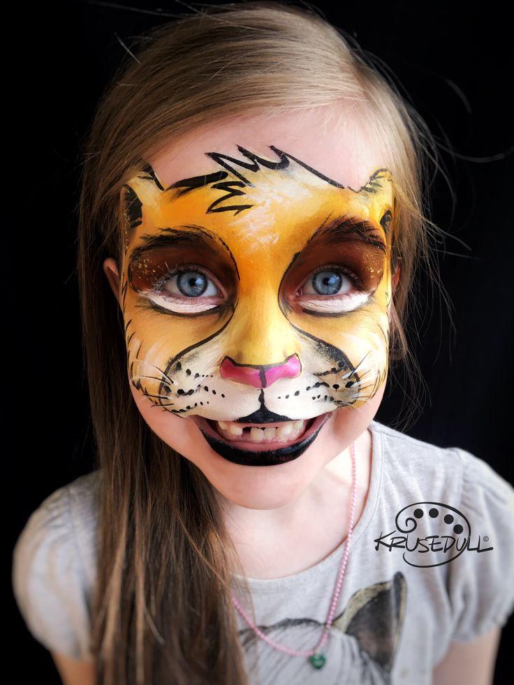 Lion face paint. Design by Kristin Olsson