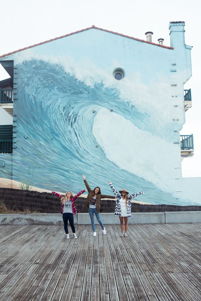 Hunting waves on lay days at the #ROXYpro France with Caroline Marks, Justine Mauvin and Mainei Kinimaka