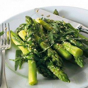 Вместо оливкового масла в соусе салата из спаржи с эстрагоном можно использовать топленое сливочное