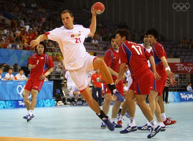 Handball - Sport I pratice during 9 years as a teenager. Loved that sport !